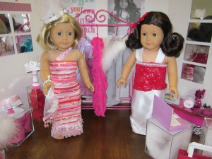 American Girl dress store w dolls